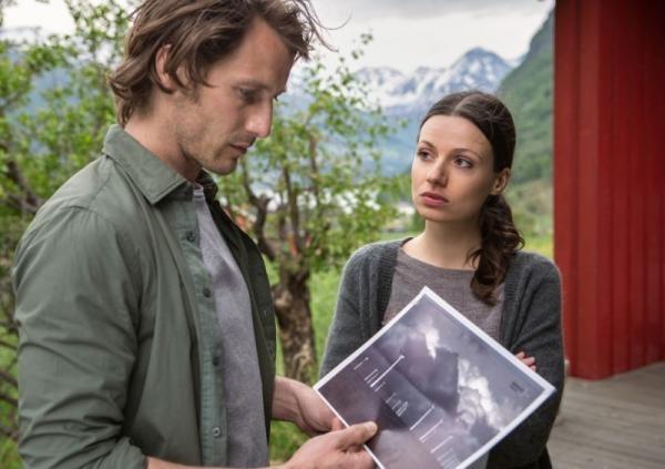 Sleduj online Drama, Romantický, Thriller Láska z fjordu: Rodinné pouto na Barrandov!