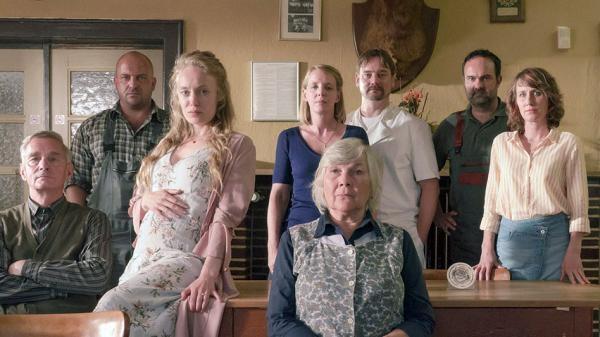 Sleduj online Drama, Krimi, Thriller Polizeiruf 110: Einer für alle, alle für Rostock na ARD!