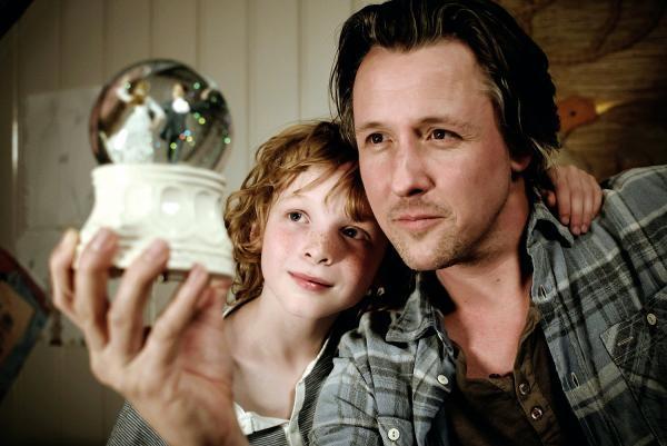 Sleduj online Rodinný Houslový klíč na !
