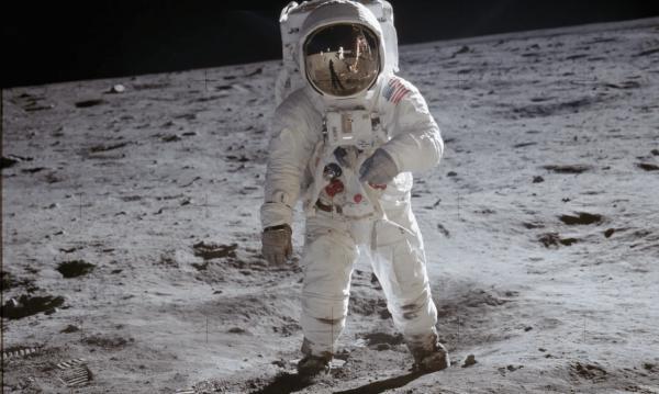 Sleduj online Dokument, Historický Dlouhá cesta na Měsíc na Prima ZOOM!