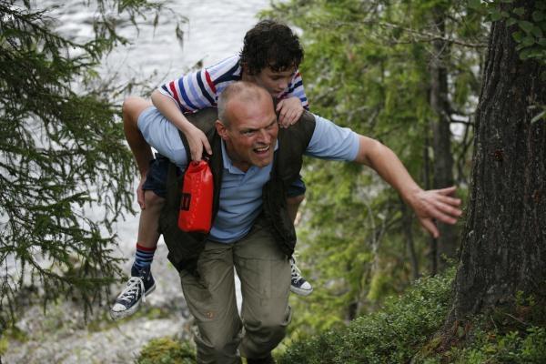 Sleduj online Komedie, Rodinný, Dětem Čtyři děti a jeden otec na !