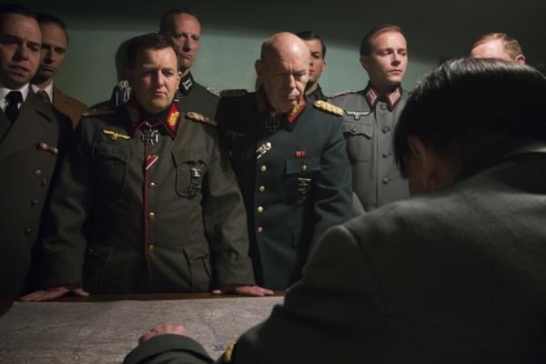 Sleduj online Historický Den, kdy zemřel Hitler na ČT2!