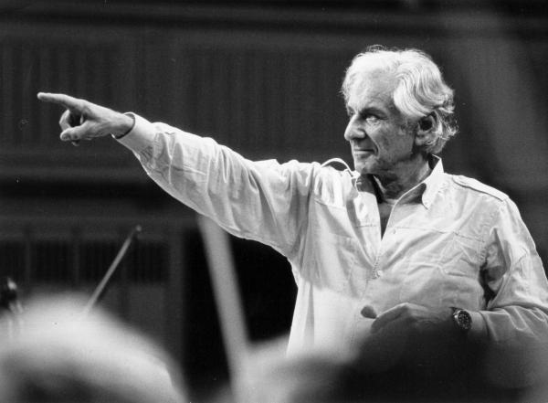 Sleduj online slavní lidé Leonard Bernstein: Delší než život na !