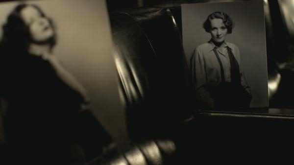 Sleduj online slavní lidé Dietrich a Garbo, anjel a božská na !