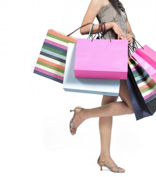 Sleduj online Nakupování Luxus store na KinoSvět!