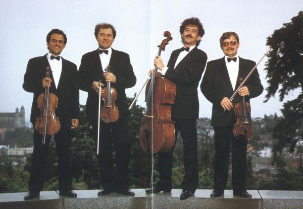 Sleduj online Magazín Kvarteto na !