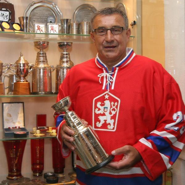 Sleduj online Slavní lidé Tři zlaté prsteny Jaroslava Pouzara na !