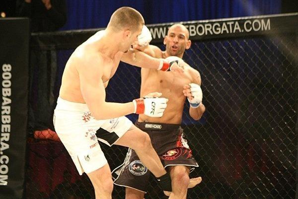 Sleduj online Bojová umění Cffc - šampionát zuřivých bojů v kleci na FightBox!