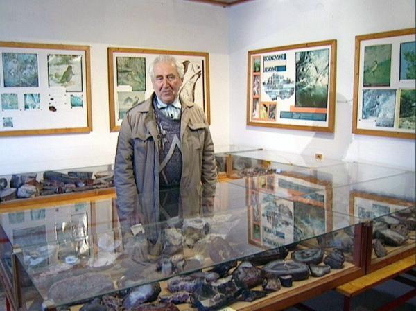 Oglądaj online Vzdělávací Muzeum minerálů w