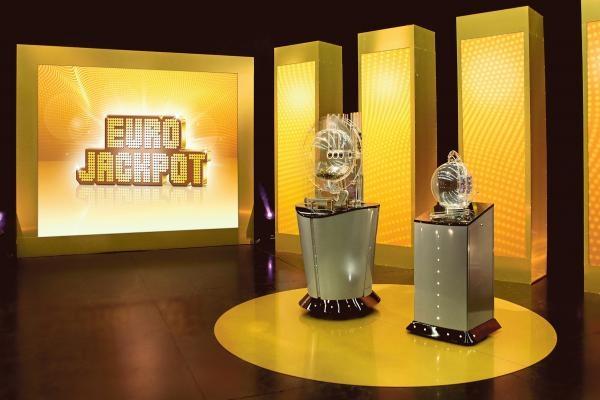 Sleduj online Soutěž Záznam zo žrebovania: KENO 10, Keno Joker, Euromilióny, Euromilióny Joker na !