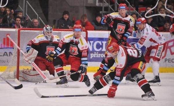 Hokej: Mountfield HK - HC Oceláři Třinec