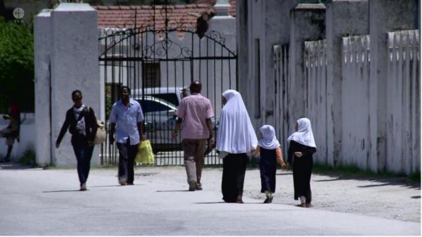 Sleduj online  Tanzanie – Zanzibar: Jsme odvážní na !