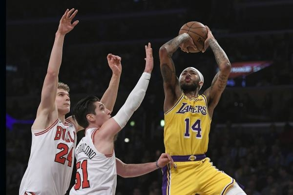 Sleduj online Basketbal Chicago Bulls - Los Angeles Lakers na Nova Sport 2, Nova Sport 1!
