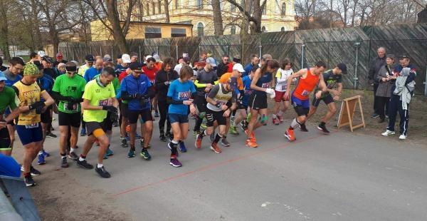 Sleduj online Atletika Sport v regionech: Běh republiky, Praha na !