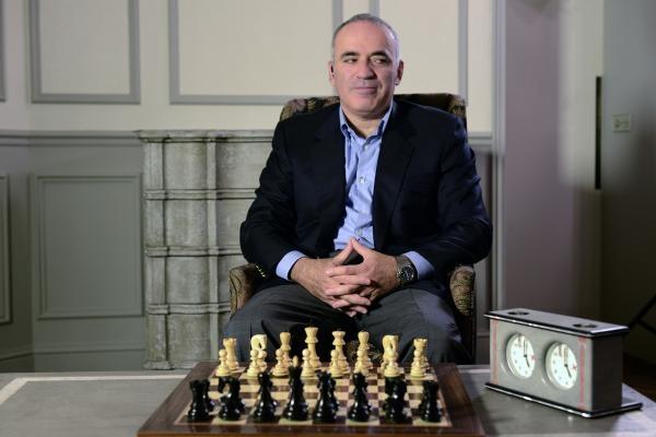 Sleduj online Historický Karpov vs. Kasparov na !