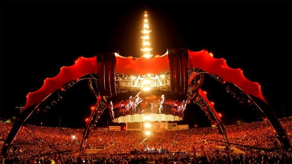 Sleduj online pop & rock U2: 360° at the Rose Bowl na !