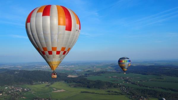Sleduj online Cestování Závody balónem okolo světa! na !