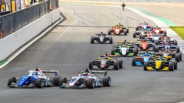 Sleduj online motorové sporty Formula Renault Eurocup 2019 - záznam na !