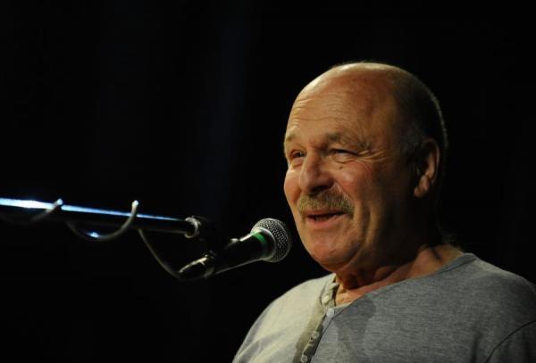Sleduj online hudba Petr Skoumal a hosté na !