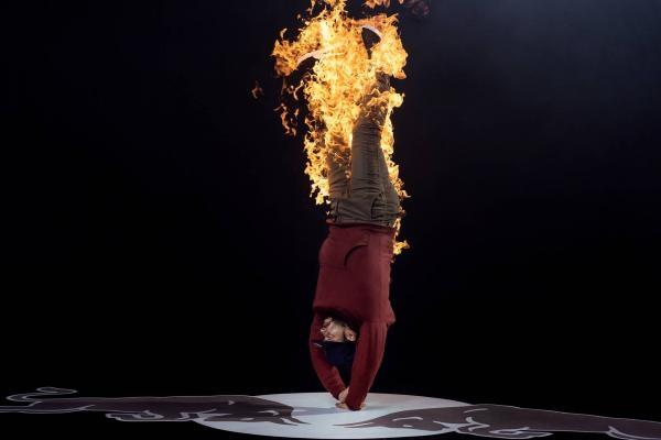 Sleduj online  Voda vs Oheň: Menno vs Lil G na !