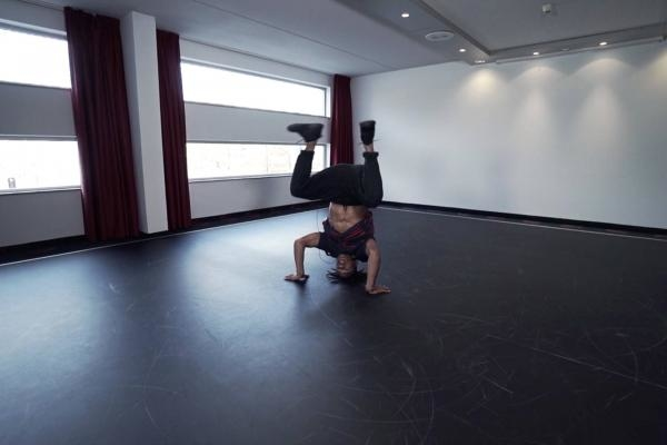Sleduj online  Headstand and handstand fundamentals na !